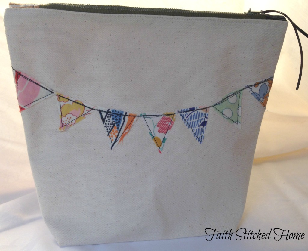 Pennant zipper bag