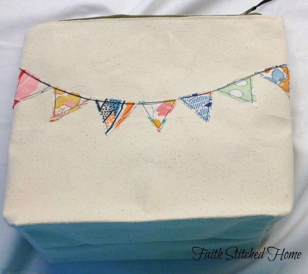Pennant zipper bag 2