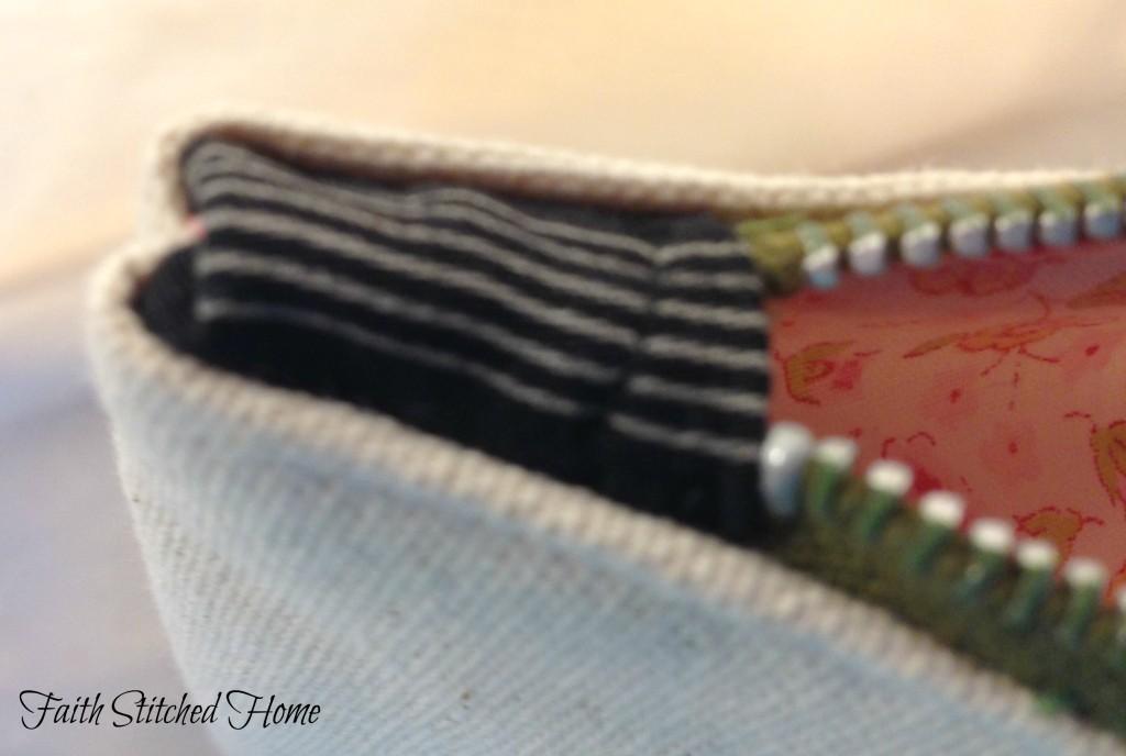 Pennant zipper bag 3