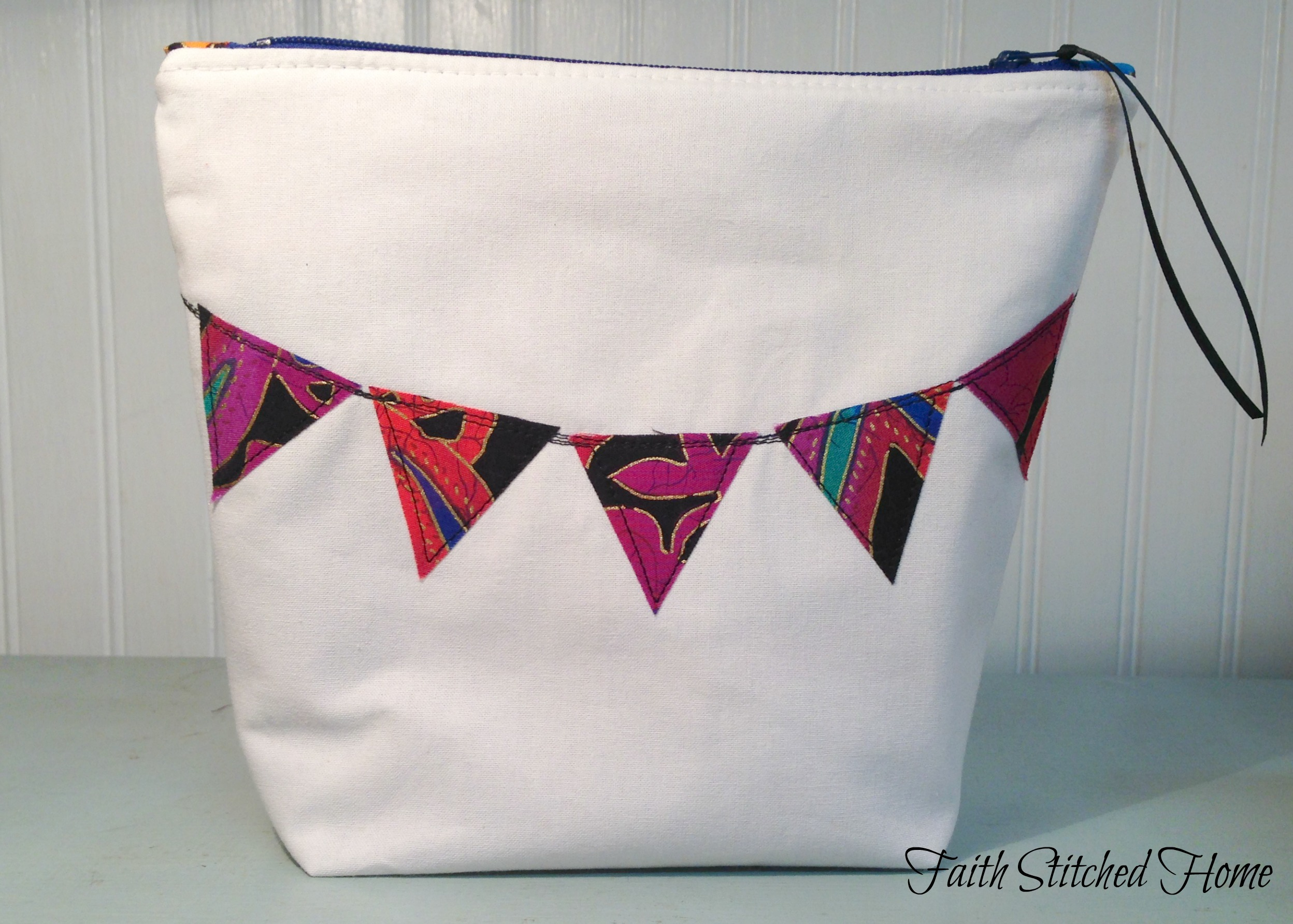 How to make a zipper bag with raw edge applique and boxed corners